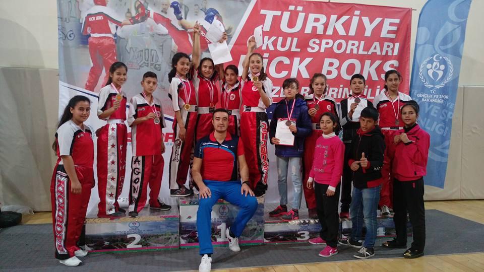 Nizip Kizlarda Kick Boks Da Türkiye şampiyonu Oldu...
