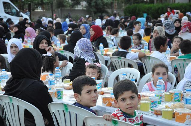 Nizipte Suriyeli Yetim çocuklara Iftar...