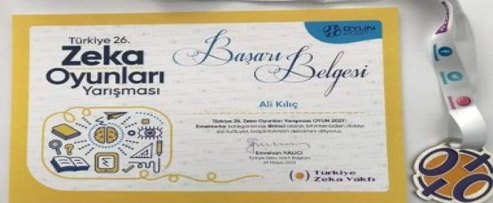 Nizip'li öğretmen Ali Kılıç Türkiye Zeka Şampiyonu